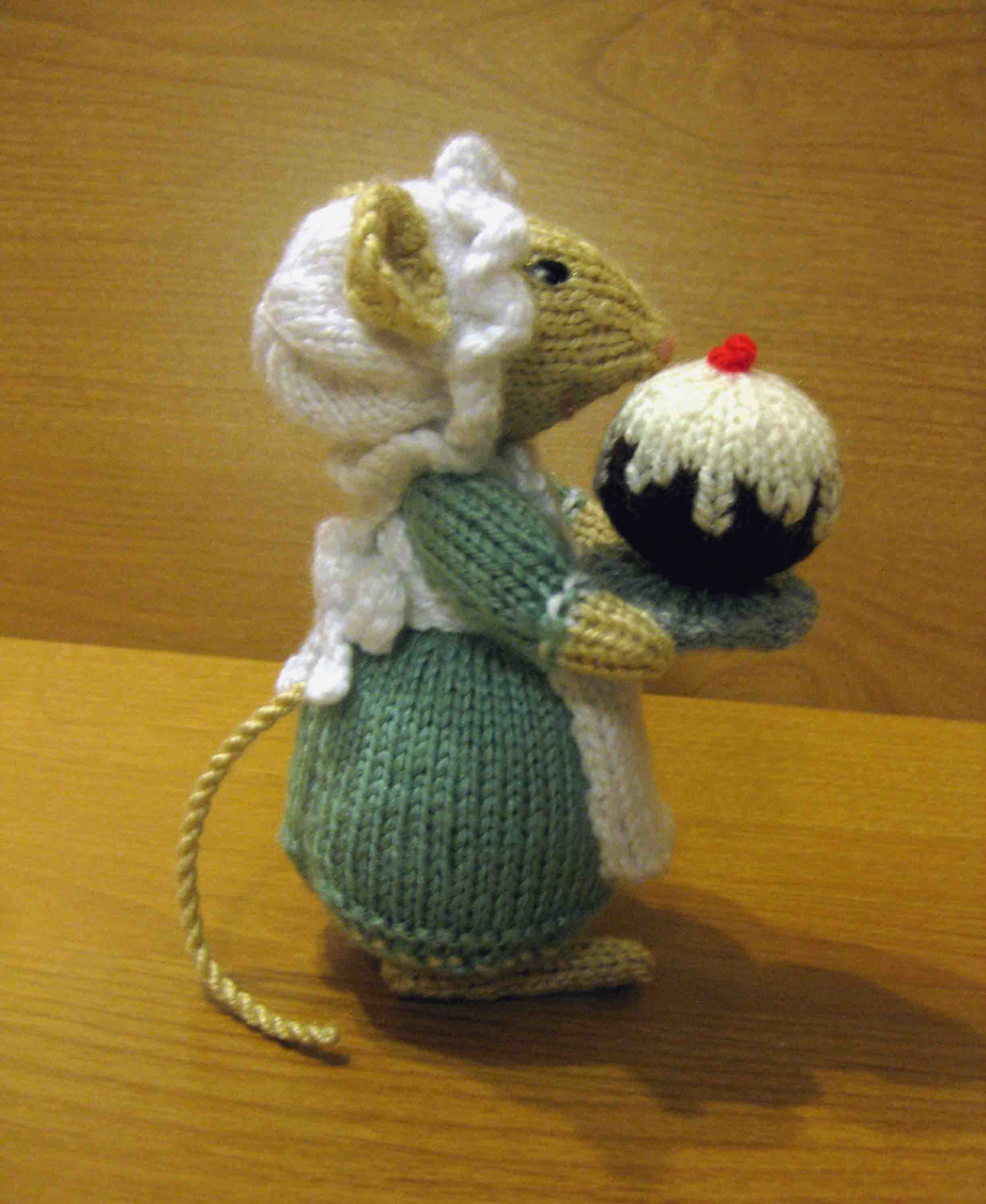 Knitting Patterns For Christmas Mice : Knitting: Dickensian Party Mouse, Cook Random Bits of Projects