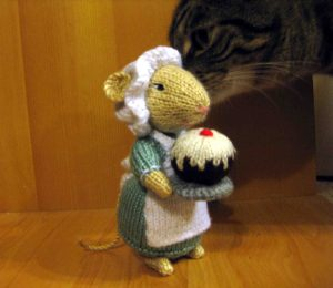 knit-mouse-2-sam-checking-moouse